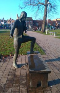 Stratford upon Avon: Statue of William Shakespeare given to the town by the sculptor Lawrence Holofcencer in 2016.