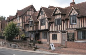 Lord Leycester Hospital became a home for retired soldiers during the reign of Elizabeth I.